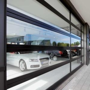 Фото 8 - Крупногабаритные алюминиевые ворота с остеклением ALR F42 Glazing.