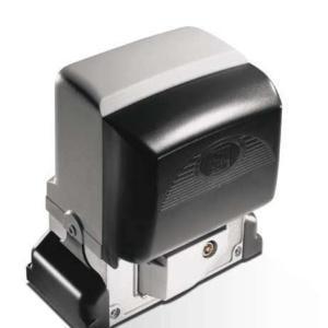 Фото 3 - 001BX-10 Автоматика, укомплектованная электронной платой и дисплеем для программирования функций, встроенным радиодекодером, датчиком для контроля движения и обнаружения препятствий и механическими концевыми выключателями для откатных ворот весом до 800 кг и шириной до 14 м..